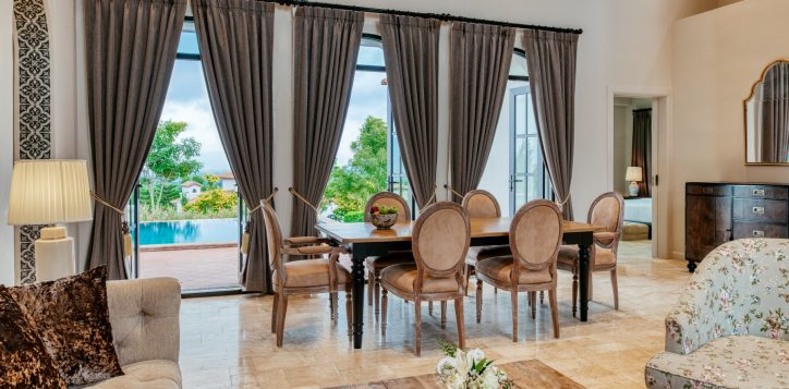 movenpick-khaoyai_2bedroom-pool-villa_living-room-2