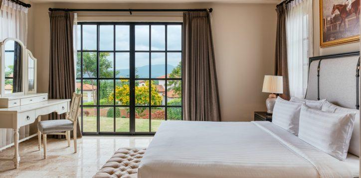 movenpick-khaoyai_2bedroom-pool-villa_master-bedroom-2-2