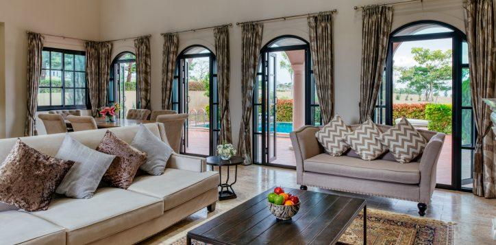 movenpick-khaoyai_3bedroom-pool-villa_living-room-2