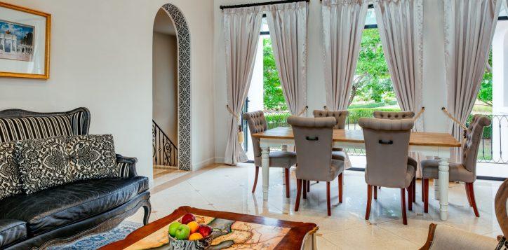 movenpick-khaoyai_5bedroom-pool-villa_living-room-2