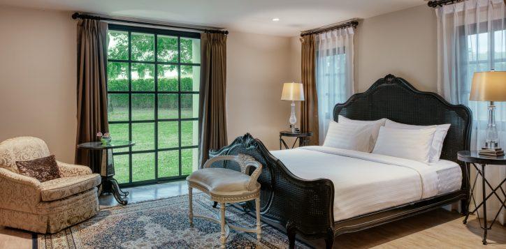 movenpick-khaoyai_5bedroom-pool-villa_master-bedroom-2