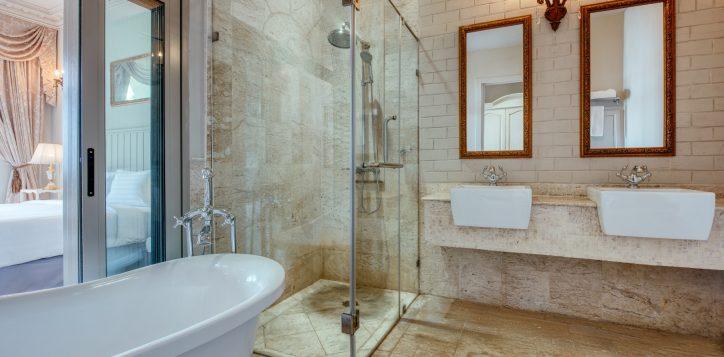 movenpick-khaoyai_deluxe-restroom-2