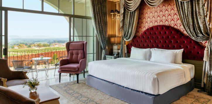 movenpick-khaoyai_executive-deluxe-king-bedroom-2