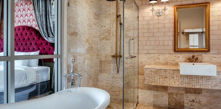 movenpick-khaoyai_executive-deluxe-restroom-2-2