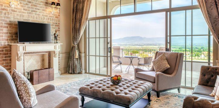 movenpick-khaoyai_penthouse_living-room2-2