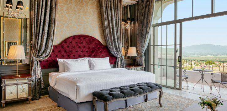 movenpick-khaoyai_penthouse_master-bedroom-2